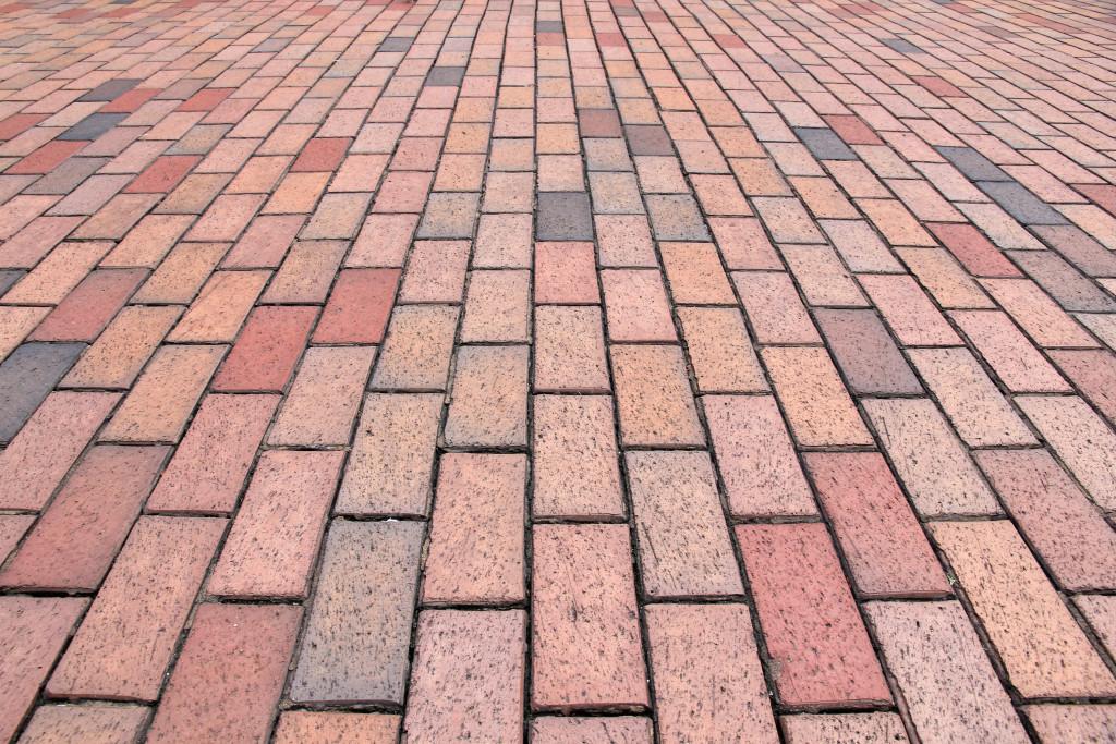вибропрессованая тротуарная плитка, вибролитая тротуарная плитка, фэм, фигурные элементы мощения, тротуарная плитка харьков, укладка вибпропрессованой тротуарной плитки, какая тротуарная плитка лучше вибролитая или вибропрессованная, вибропрессованая плитка