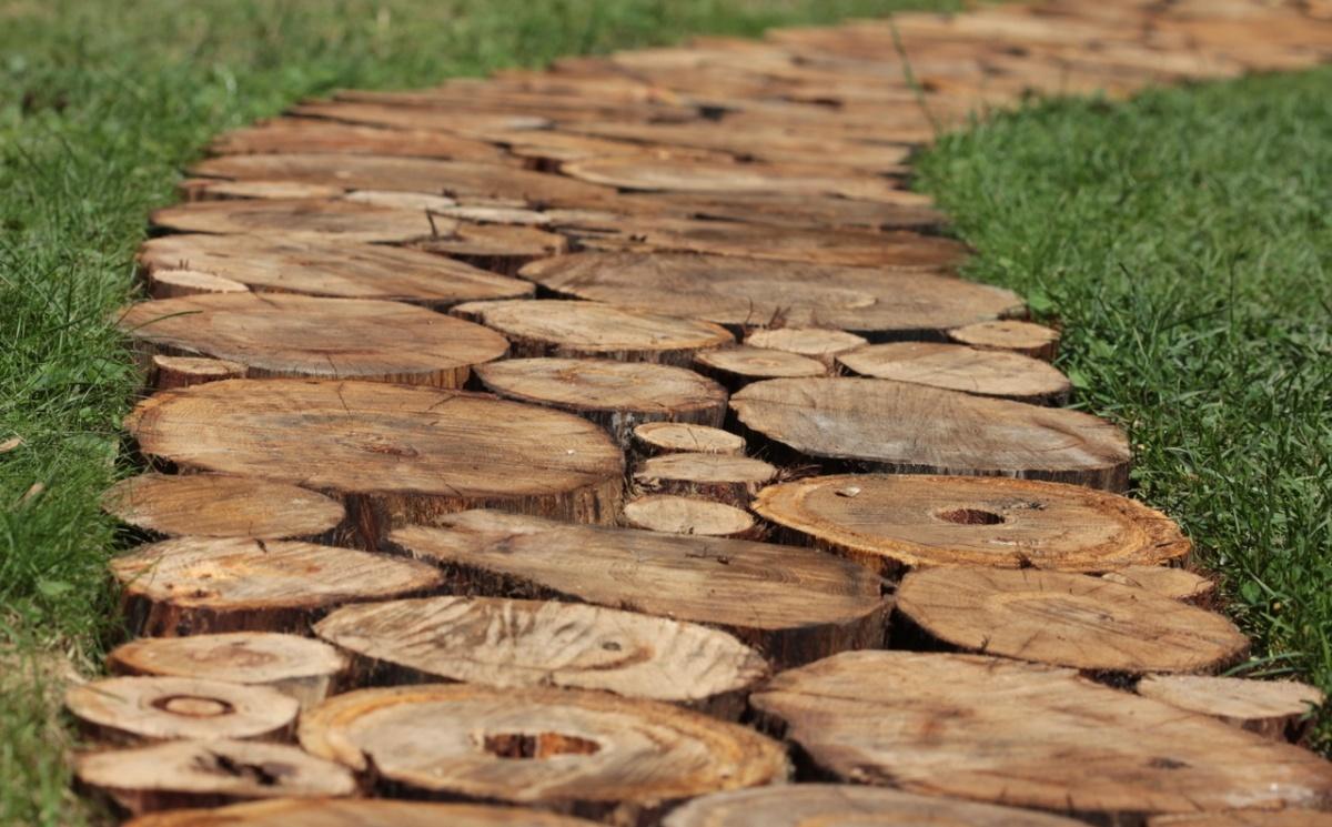 Дорожки из деревянного спила своими руками