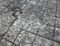 трещины на тротуарной плитке, почему трескается тротуарная плитка, почему крошится тротуарная плитка, тротуарная плитка харьков, укладка тротуарной плитки