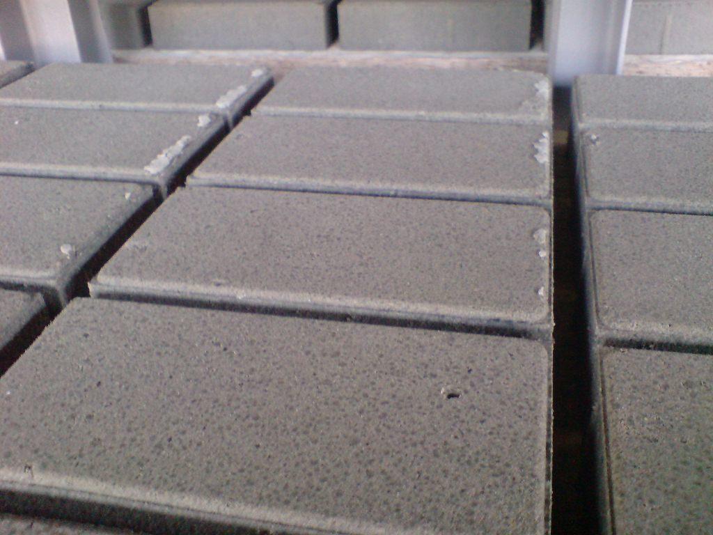 поры на тротуарной плитке, тротуарная плитка харьков, укладка тротуарной плитки